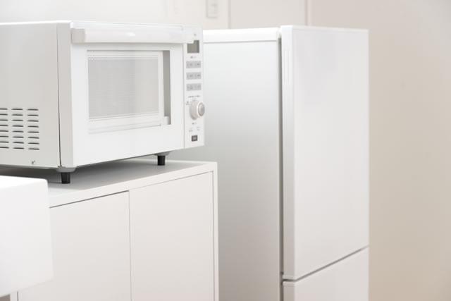 白い冷蔵庫