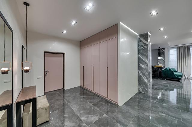ピンクを基調にした玄関