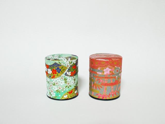 花の模様の茶筒