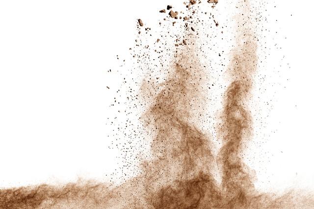 茶色の粉塵爆発の雲