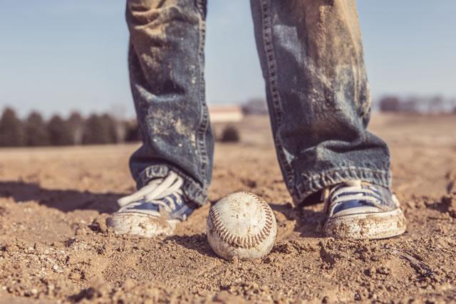 泥で汚れたズボンと靴