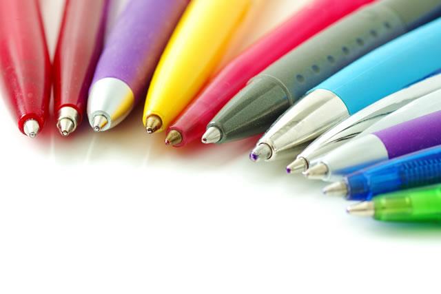 Knallig bunte Kugelschreiber