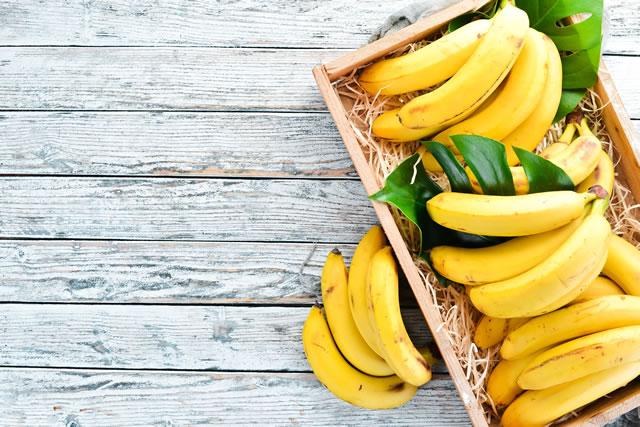 木箱に入ったバナナ