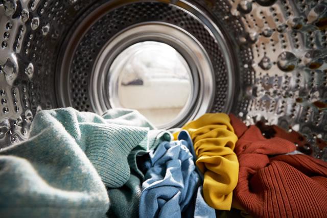 洗濯槽の中の衣類