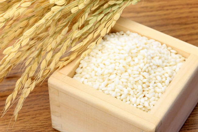 稲と木枡に入ったもち米