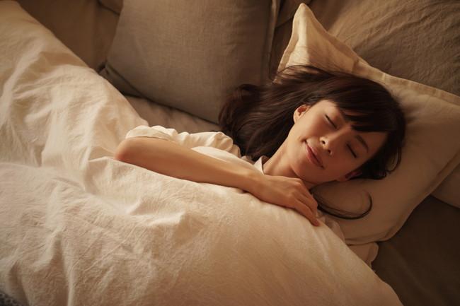 快眠中の女性