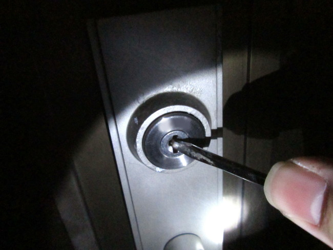 空き巣に鍵を開けられる家の玄関ドア