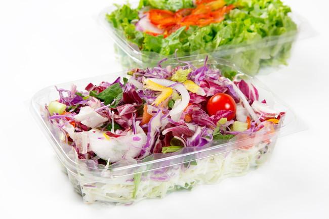 プラスチック製の容器に入ったカット野菜