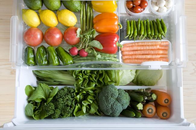 冷蔵庫の野菜室の中で保存されている野菜