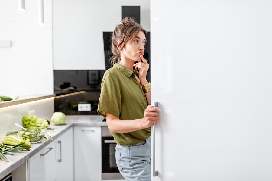 冷蔵庫を乱暴に開け閉めはNG