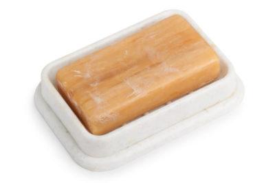 石鹸置きの上の石鹸
