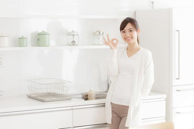 女性・キッチン
