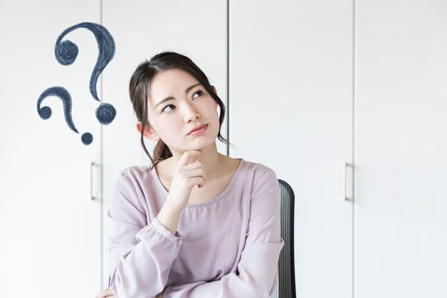 疑問を持つ女性