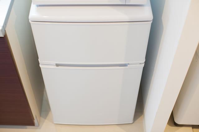 冷蔵庫と壁