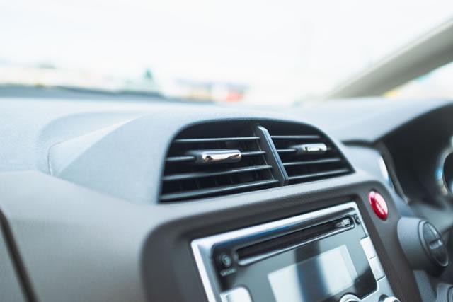 車のエアコン噴出し口