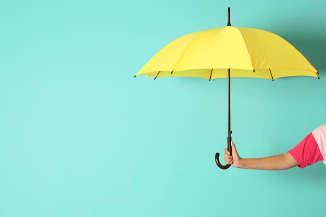 手に持った傘