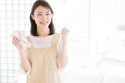 掃除・若い女性