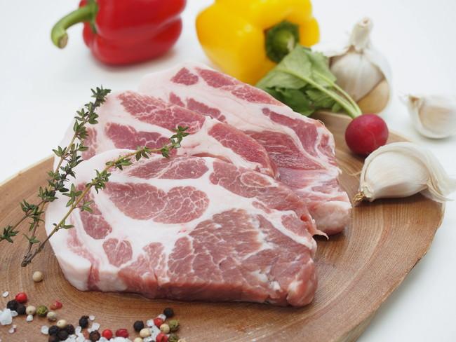 豚肉とスパイスや生野菜