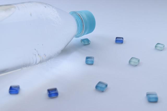 水のペットボトル
