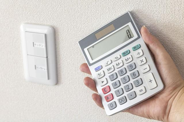 電気のスイッチと電卓