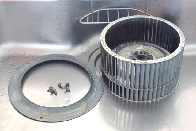 換気扇を洗浄する