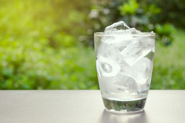 コップに入った氷