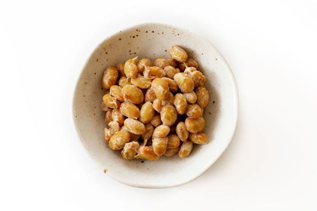 皿の中の納豆