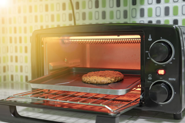 Cooking oatmeal and almond cookies in Electric micro ​oven.