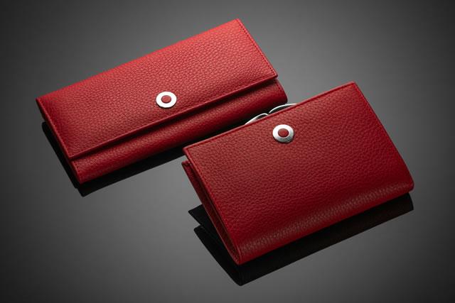 赤い2つの財布
