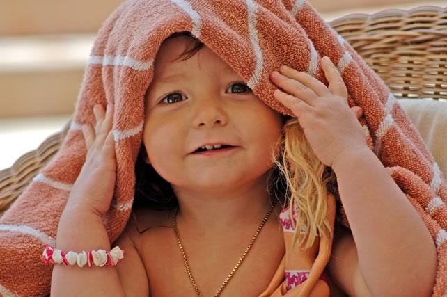 Bambina al bagno