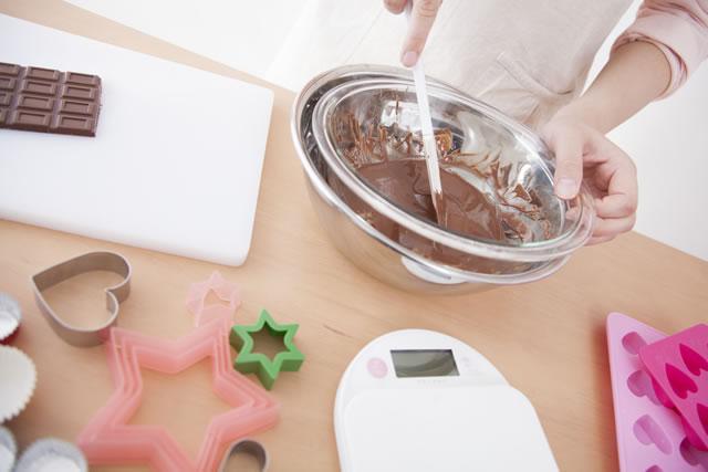 チョコレートでお菓子作り