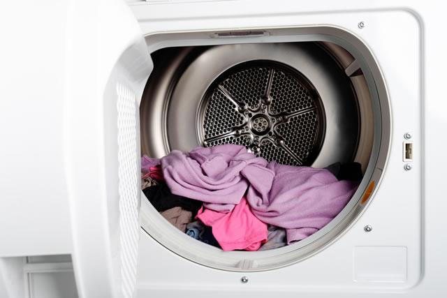 乾燥機の中の衣類