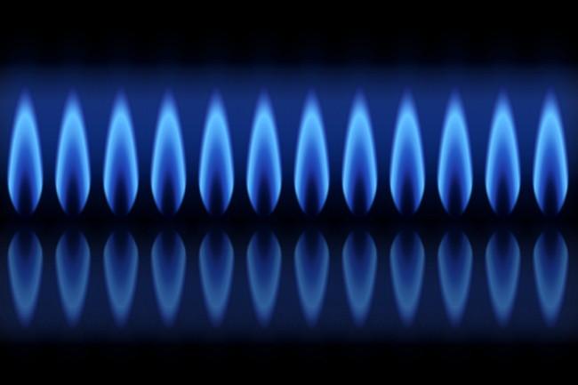 点火しているガスコンロの火