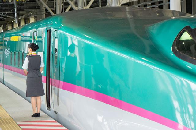 新幹線と女性乗員