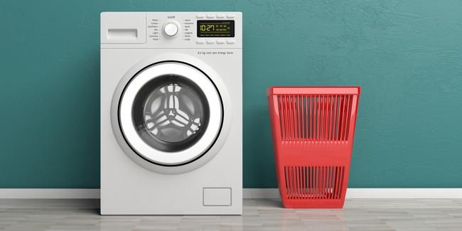 洗濯機と洗濯カゴ
