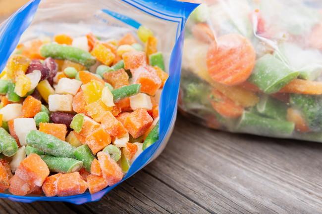 ジッパー付き保存袋に入ったカット野菜のミックス