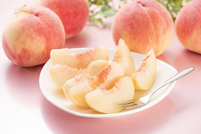 桃とフォーク