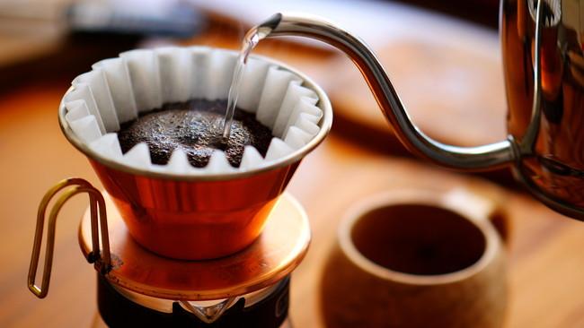 ドリップ方式で淹れるコーヒー