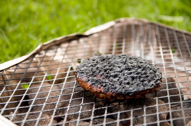 網焼きで焦げた肉