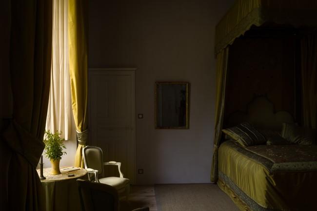 寝室と窓から入る光