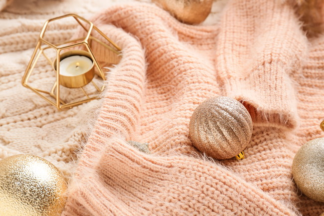 クリスマス雑貨とセーター