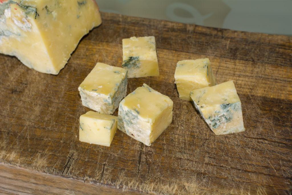 青カビが生えたチーズ