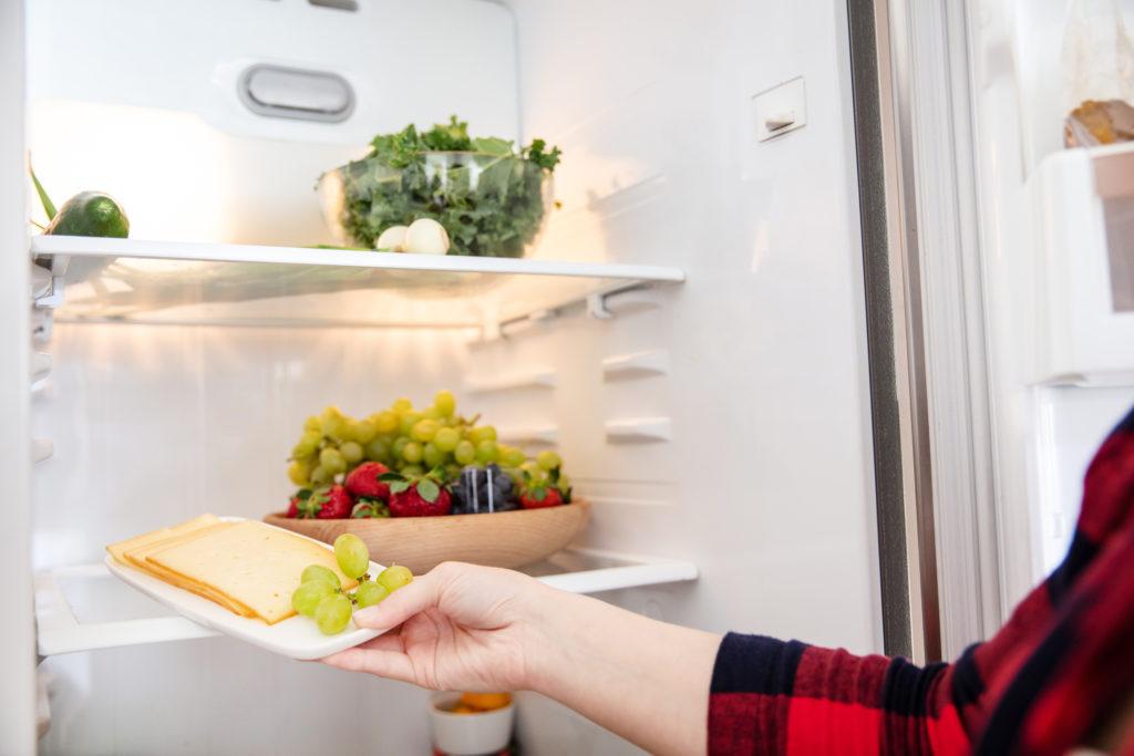 冷蔵庫でチーズを保存