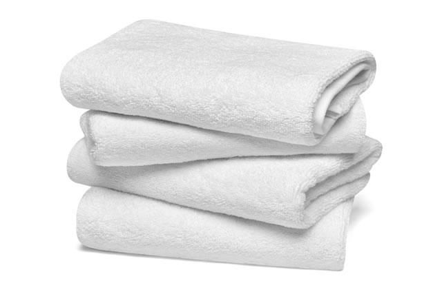 畳んである新しい白いタオル