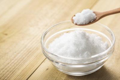 木製のスプーン1杯の砂糖