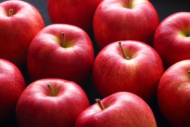 並べられた複数のりんご