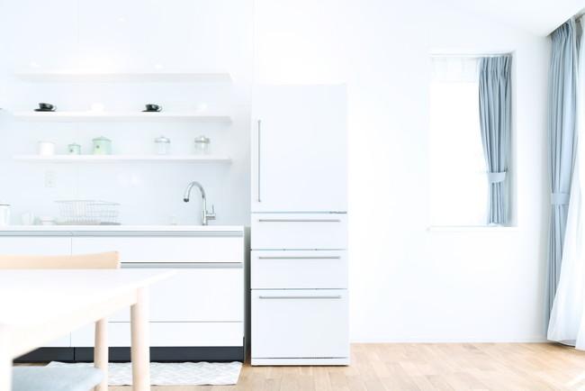 ダイニングキッチンにある冷蔵庫