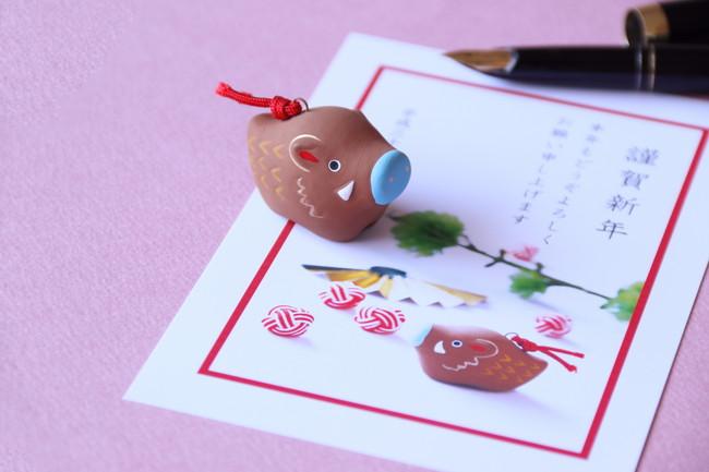 年賀状を書く日本の正月イメージ