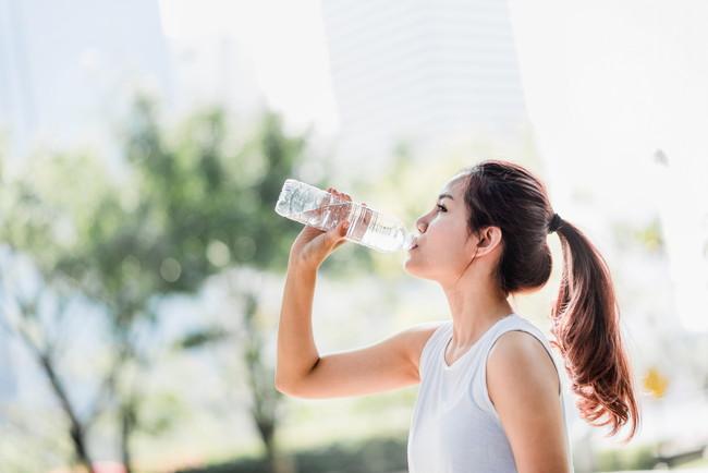 ジョギング中に水を飲むの製
