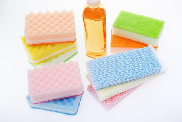 食器用洗剤とスポンジ